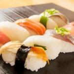 お寿司を箸で食べる食べ方はマナー違反? 意外と知らないお寿司の食べ方